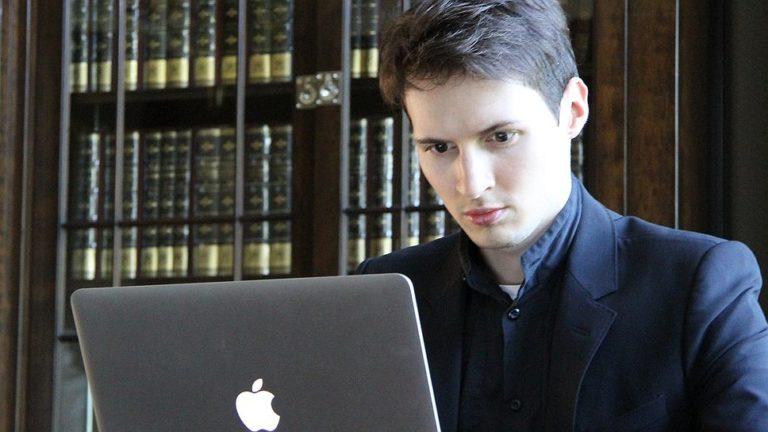 Павел Дуров за работой